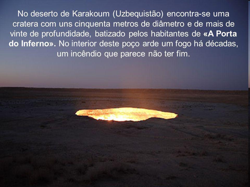 No deserto de Karakoum (Uzbequistão) encontra-se uma cratera com uns cinquenta metros de diâmetro e de mais de vinte de profundidade, batizado pelos habitantes de «A Porta do Inferno».