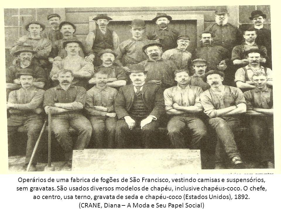 Operários de uma fabrica de fogões de São Francisco, vestindo camisas e suspensórios, sem gravatas. São usados diversos modelos de chapéu, inclusive c