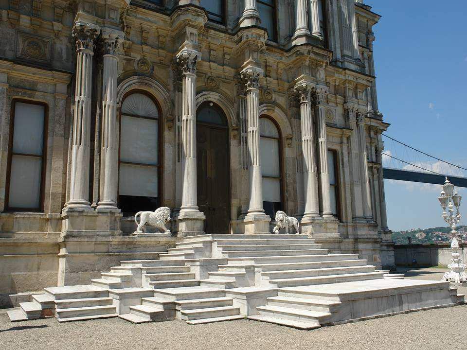 O Palácio de Beylerbeyi, em Istambul, na Turquia, foi projectado no estilo barroco do último período Otomano e construído entre 1861 e 1865 por membro