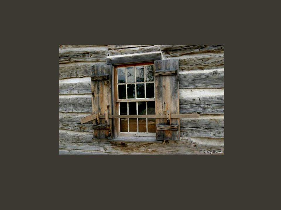 Existem janelas modestas como as dos humildes barracos...