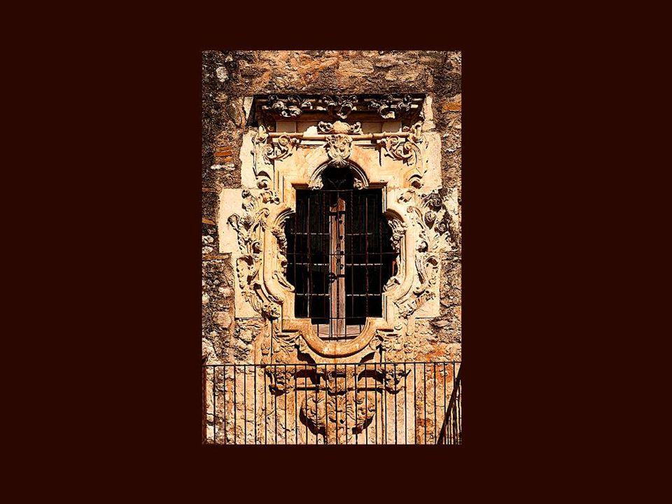 ...existem janelas riquíssimas, de um luxo incomparável, obra de grandes artistas...