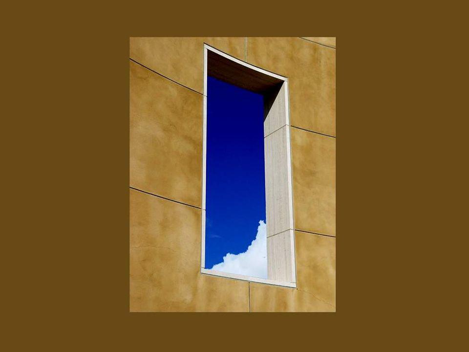 As janelas são para uma casa o que os olhos são para o ser humano. Elas permitem que se lance um olhar ao céu mesmo quando se está dentro de casa!!