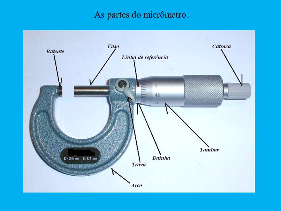 As partes do micrômetro. Manuseio e leitura da medida no micrômetro.