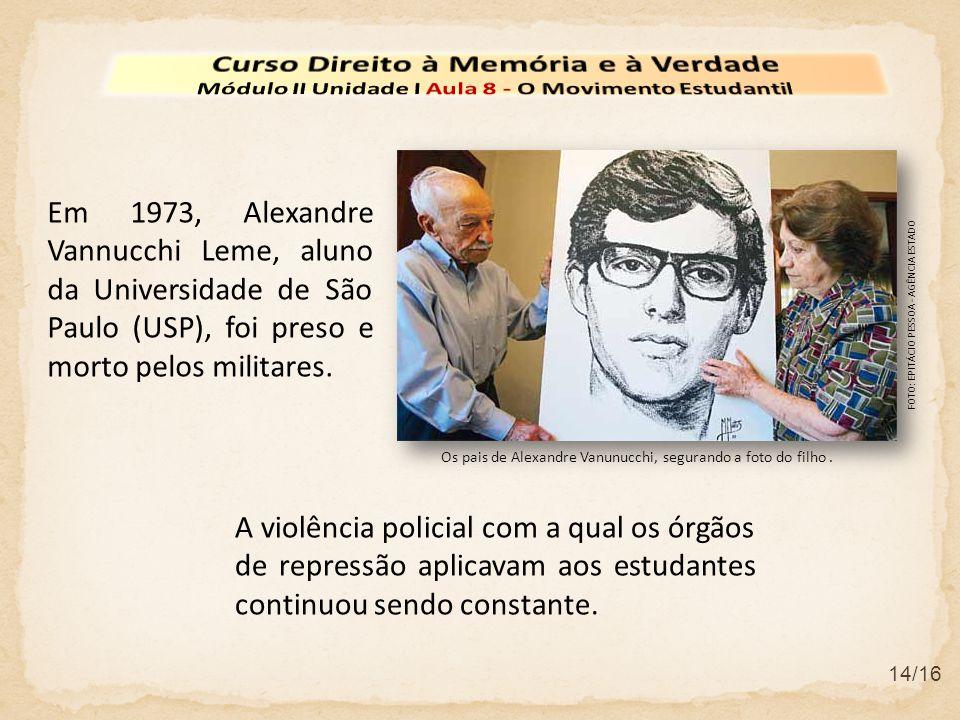 Os pais de Alexandre Vanunucchi, segurando a foto do filho. 14/16 Em 1973, Alexandre Vannucchi Leme, aluno da Universidade de São Paulo (USP), foi pre