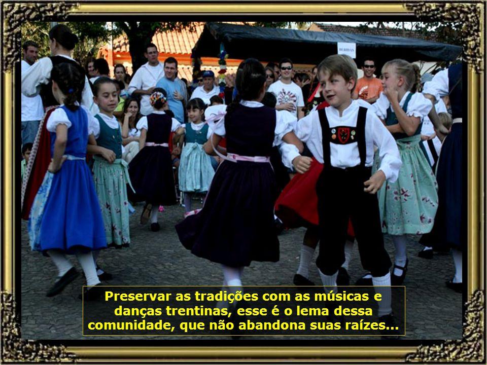Todo mês de agosto de cada ano seus descendentes promovem a festa da imigração, com muita música, danças e deliciosos pratos...