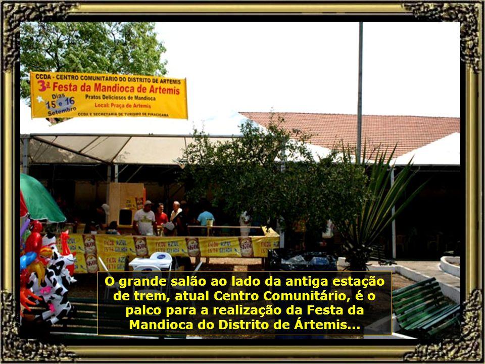 Festa do interior onde prevalece a música de viola cantada por duplas sertanejas, enaltecendo o folclore regional bastante marcante em Piracicaba...