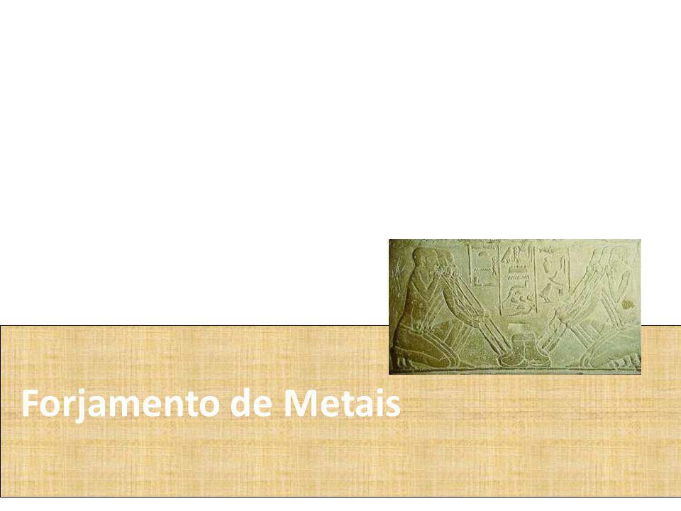 Os egípcios primitivos aprenderam a usar o cobre e o ouro.