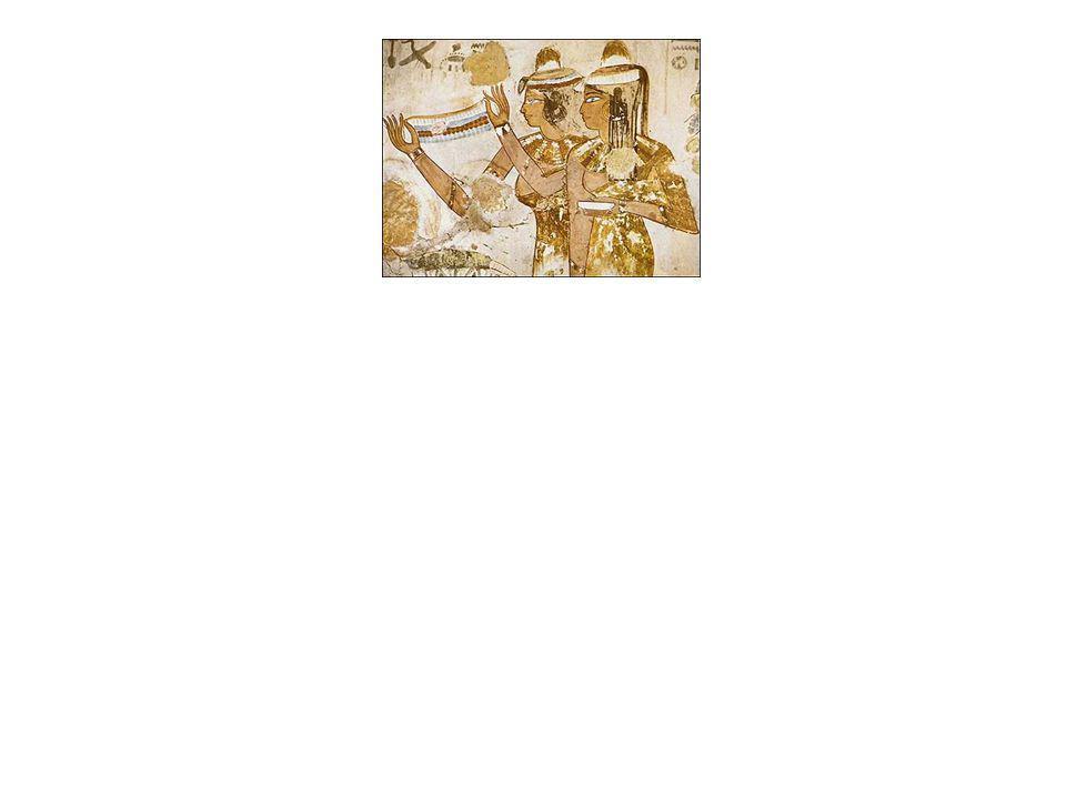 Além das roupas e dos cosméticos, os penteados e os adereços tinham igualmente um papel marcante na aparência da mulher egípcia.
