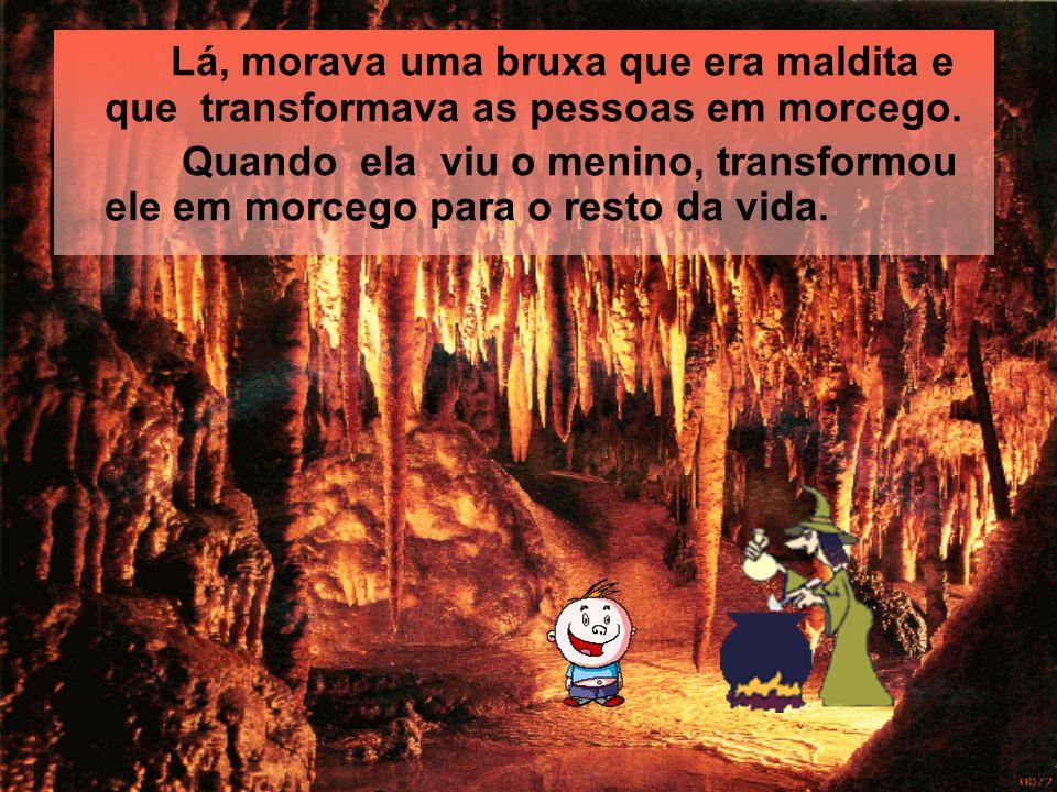 Quando ele passeava pela floresta, encontrou uma caverna. E resolveu entrar.