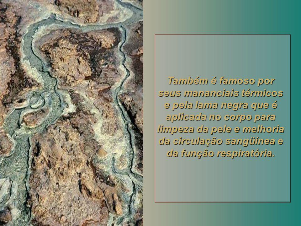 Embora a vida não seja possível nessas condições, a fama das águas do Mar Morto é mundial, pelas características terapêuticas de seus 21 minerais, 12