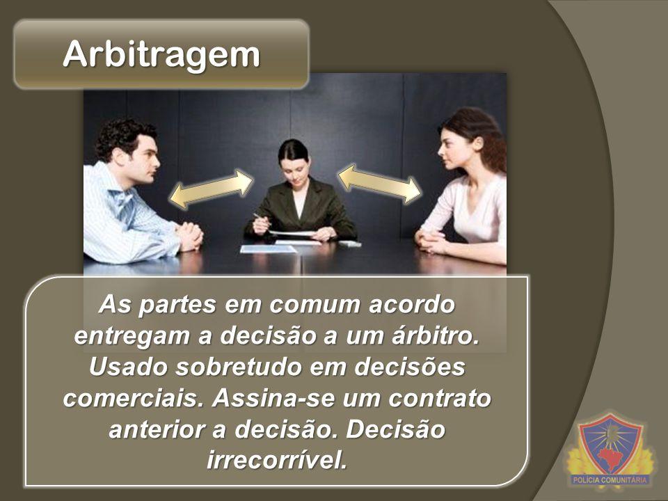 Arbitragem As partes em comum acordo entregam a decisão a um árbitro. Usado sobretudo em decisões comerciais. Assina-se um contrato anterior a decisão