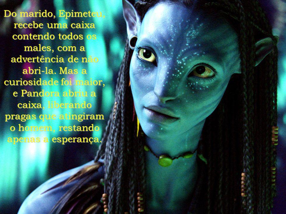 O nome da lua, Pandora, é significativo. Na mitologia, Pandora, a primeira mulher criada por Júpiter, recebe dos deuses, presentes em forma de dons, c