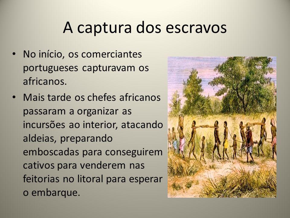 A captura dos escravos No início, os comerciantes portugueses capturavam os africanos.