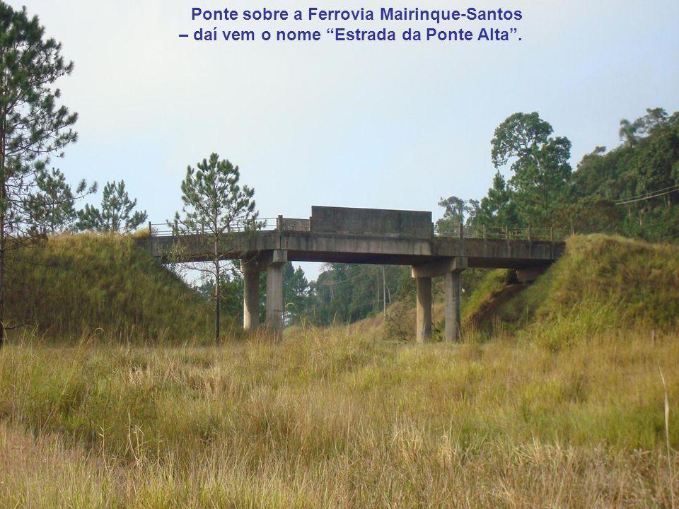 Ponte sobre a Ferrovia Mairinque-Santos – daí vem o nome Estrada da Ponte Alta.