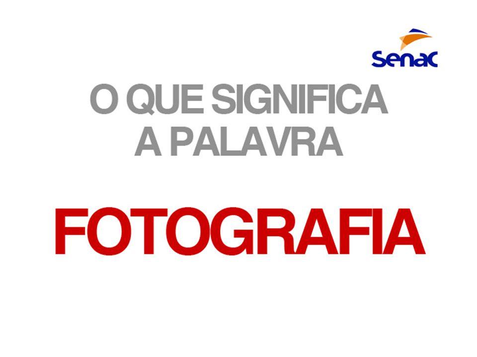 A palavra Fotografia vem do grego (foto: luz / grafia: estilo, pincel) e significa desenhar com luz.