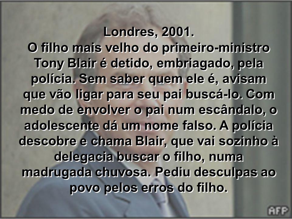 Londres, 2001. O filho mais velho do primeiro-ministro Tony Blair é detido, embriagado, pela polícia. Sem saber quem ele é, avisam que vão ligar para