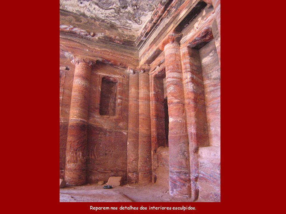 Petra até foi utilizada como cenário na cena final do filme Indiana Jones e a Última Cruzada.