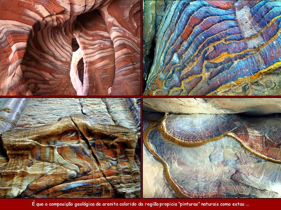 O colorido nas pedras é natural.