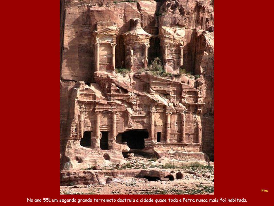 Este teatro, no estilo greco-romano, tinha capacidade para 4.000 espectadores.