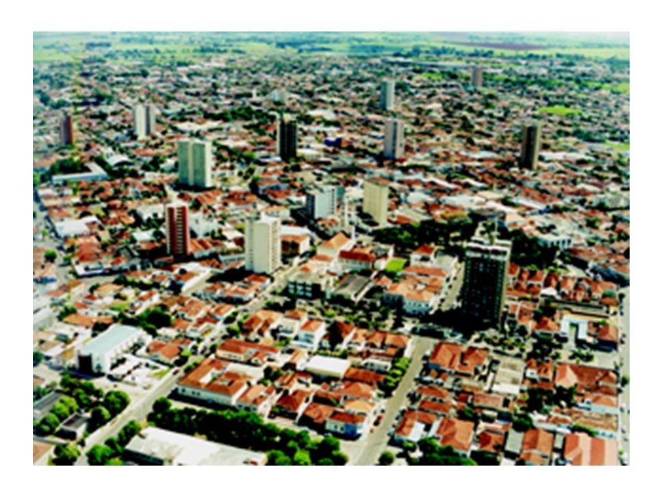 MARCO LEGAL E REFORMA URBANA série de instrumentos como meios de atingir o cumprimento da função social da cidade delega ao município a explicitação clara destas finalidades e de quais instrumentos serão utilizados, através de um processo público e democrático - a construção do plano diretor do município