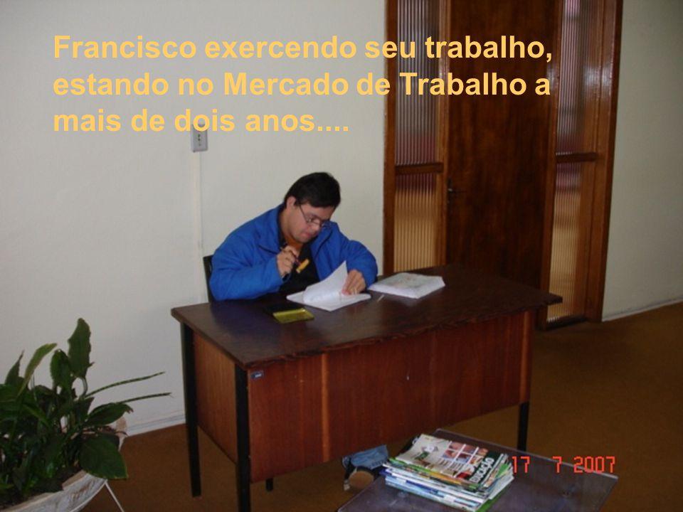Francisco exercendo seu trabalho, estando no Mercado de Trabalho a mais de dois anos....