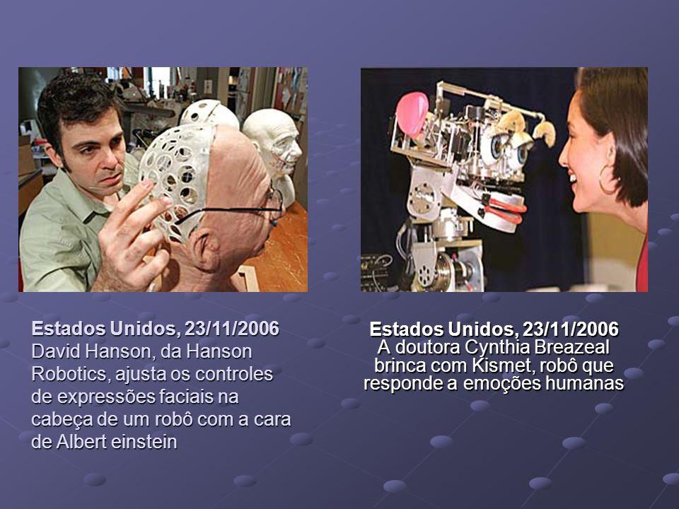 Estados Unidos, 23/11/2006 A doutora Cynthia Breazeal brinca com Kismet, robô que responde a emoções humanas Estados Unidos, 23/11/2006 David Hanson,