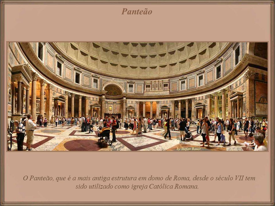 Concebido originalmente como templo para todos os deuses da Roma antiga, foi reconstruído ao redor de 126 DC durante o reinado de Adriano. Panteão