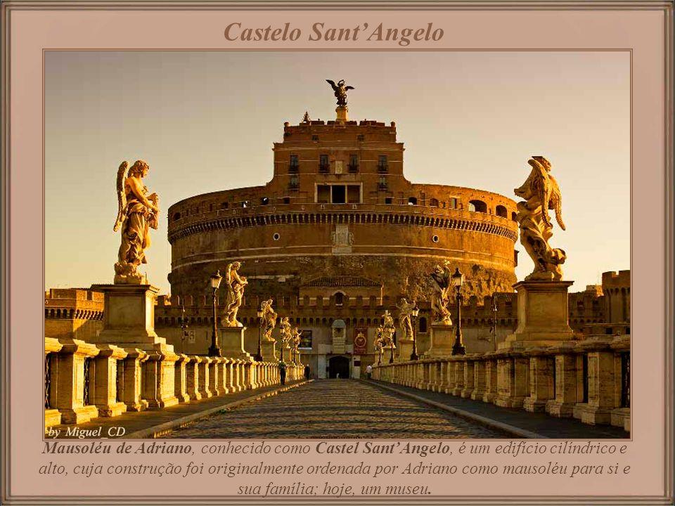 A Fontana del Nettuno é uma das três magníficas fontes da praça.
