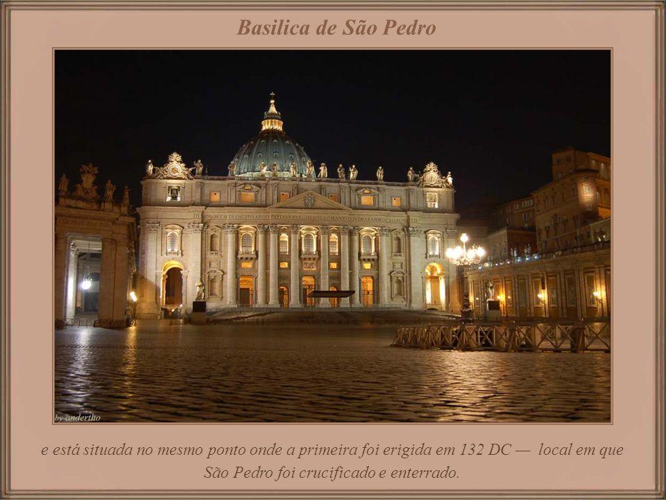Sede da Igreja Católica, é a maior dentre todas as igrejas cristãs, podendo abrigar 60.000 pessoas, Basilica de São Pedro