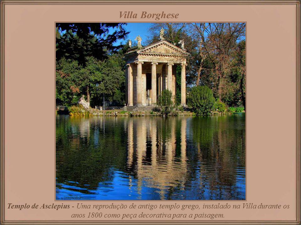 Villa Borghese abriga uma parte substancial da Coleção Borghese de pinturas, esculturas e antiguidades, começada pelo Cardeal Scipione Borghese – um d
