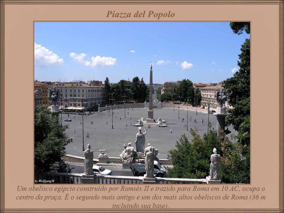Erigido em honra a Victor Emmanuel II primeiro rei da Itália unificada está localizado entre a Piazza Venezia e o monte Capitolino; foi inaugurado em