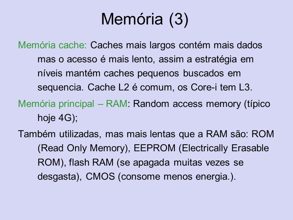 Memória (3) Memória cache: Caches mais largos contém mais dados mas o acesso é mais lento, assim a estratégia em níveis mantém caches pequenos buscado