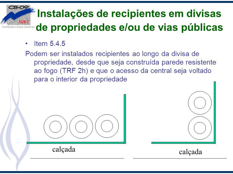 Instalações de recipientes em divisas de propriedades e/ou de vias públicas Item 5.4.5 Podem ser instalados recipientes ao longo da divisa de propried