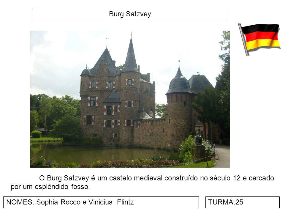 Burg Satzvey NOMES: Sophia Rocco e Vinicius FlintzTURMA:25 O Burg Satzvey é um castelo medieval construído no século 12 e cercado por um esplêndido fo