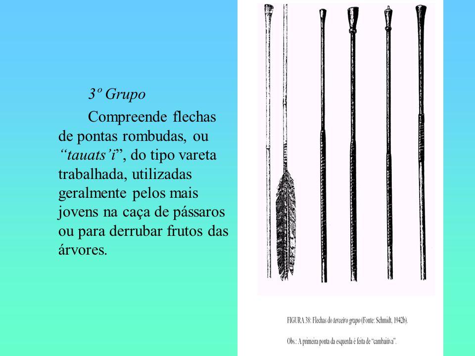 3º Grupo Compreende flechas de pontas rombudas, ou tauatsi, do tipo vareta trabalhada, utilizadas geralmente pelos mais jovens na caça de pássaros ou