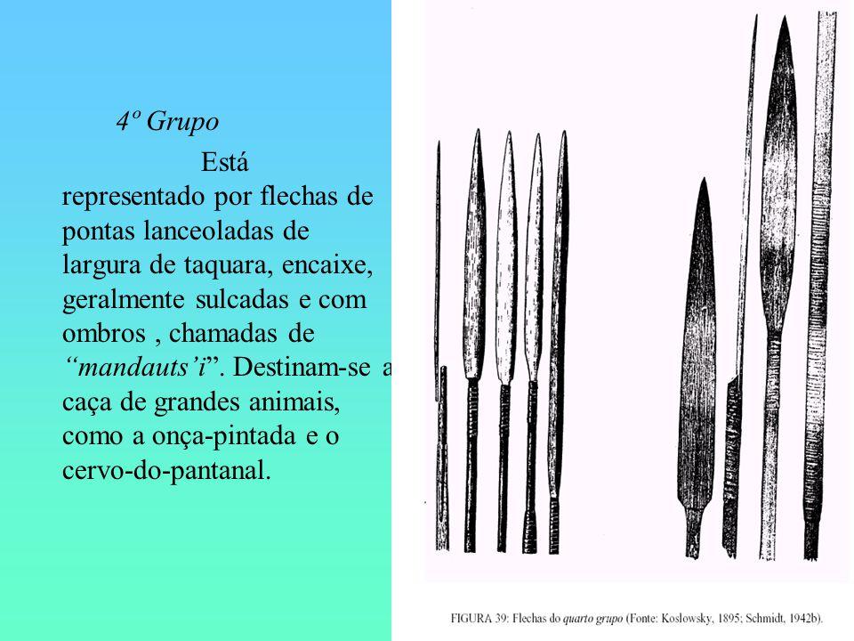 4º Grupo Está representado por flechas de pontas lanceoladas de largura de taquara, encaixe, geralmente sulcadas e com ombros, chamadas de mandautsi.