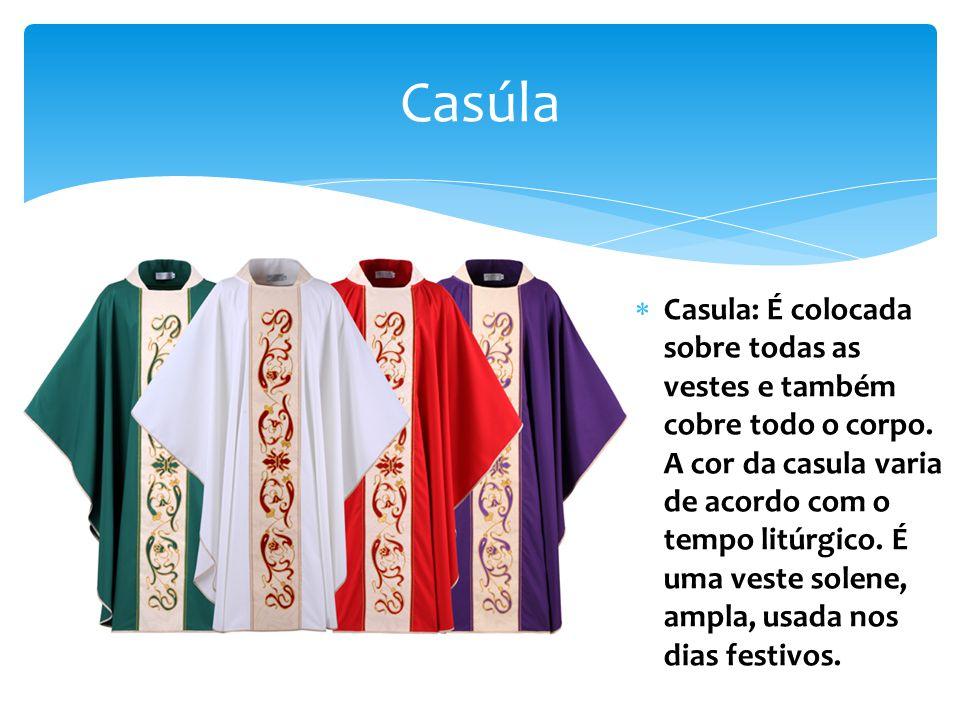 Casúla Casula: É colocada sobre todas as vestes e também cobre todo o corpo.