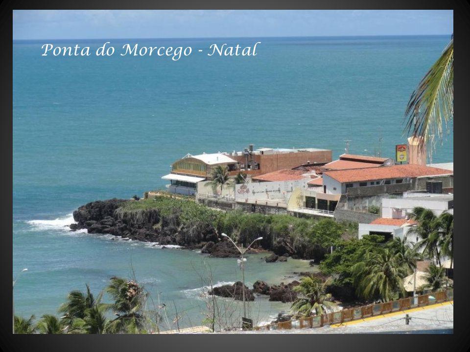 Praia do Forte vendo-se ao fundo a Fortaleza dos Reis magos - Natal