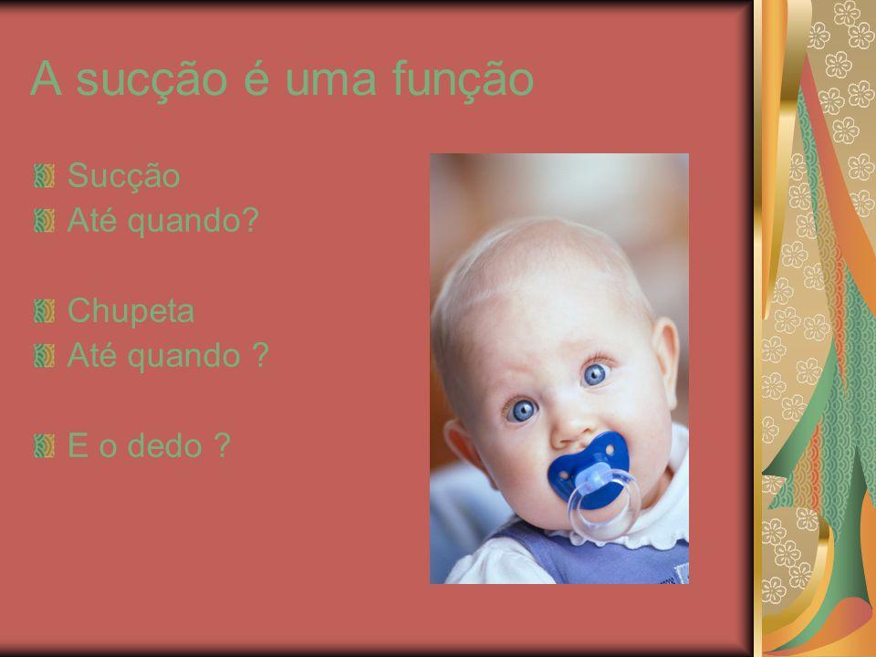 A sucção é um reflexo, presente no recém nascido até aproximadamente os 4 meses, sendo desencadeado com toque na parte anterior da língua, gengivas e palato duro.