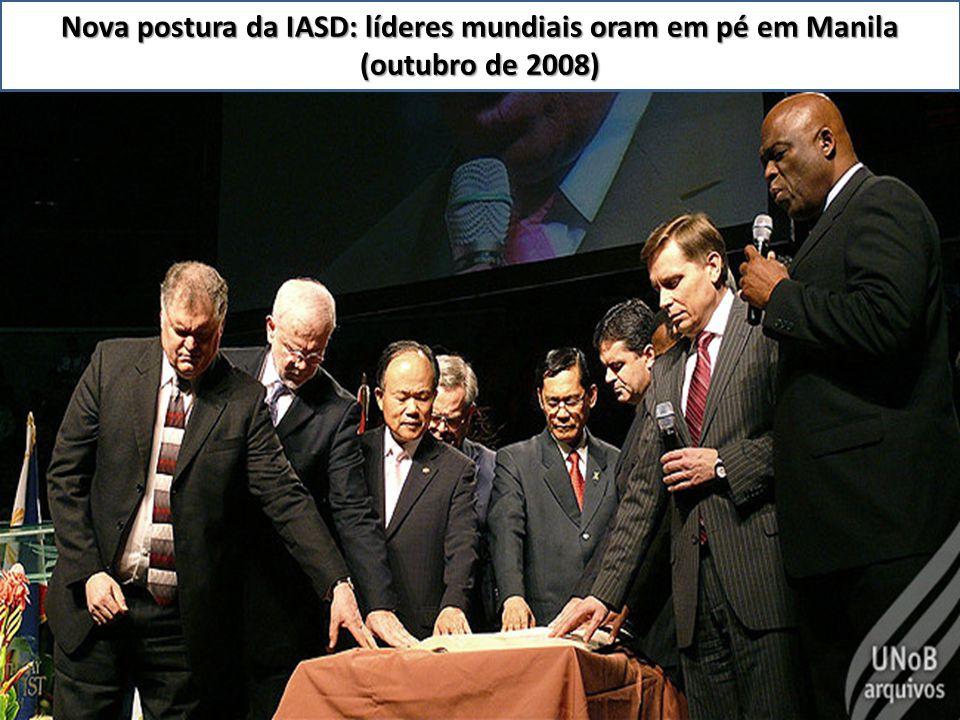 Nova postura da IASD: líderes mundiais oram em pé em Manila (outubro de 2008)