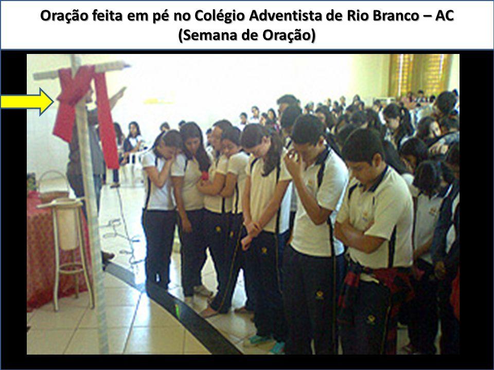 Oração feita em pé no Colégio Adventista de Rio Branco – AC (Semana de Oração)