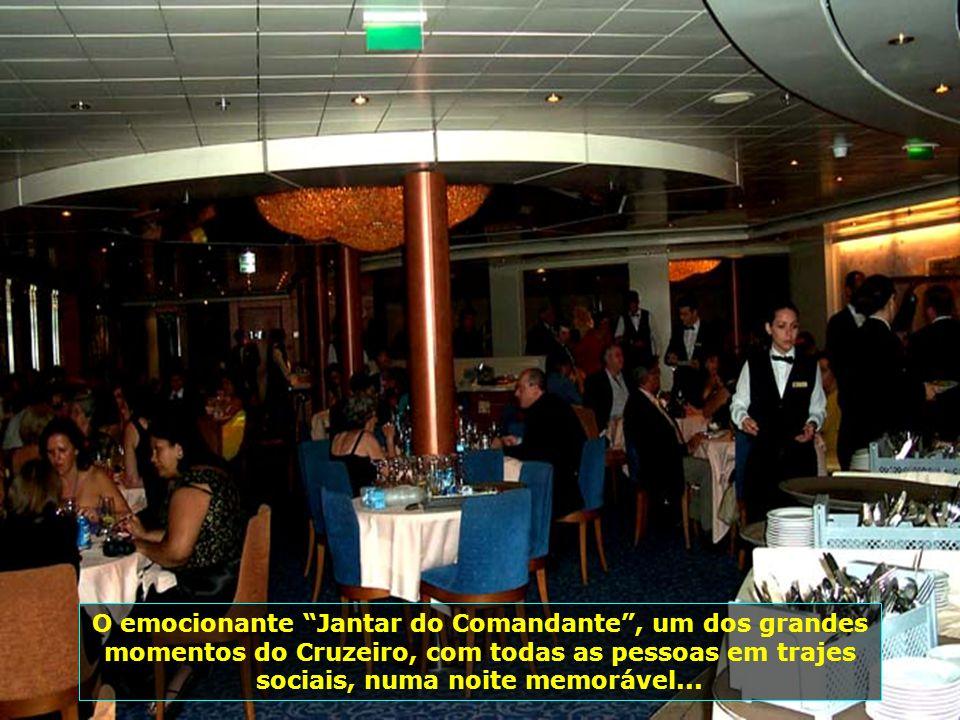 Evento marcante e de emoção, é o Coquetel do Comandante, ponto alto das comemorações dentro do transatlântico...