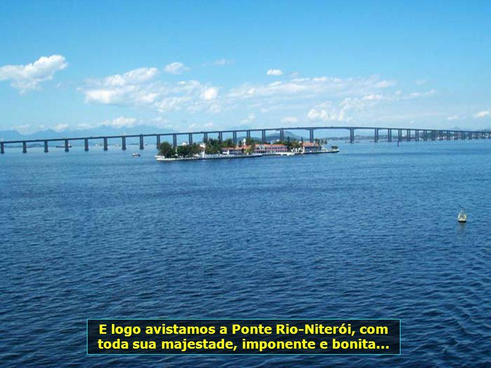 A beleza do litoral do Rio de Janeiro, com a Ilha Fiscal e o prédio da Capitania dos Portos...