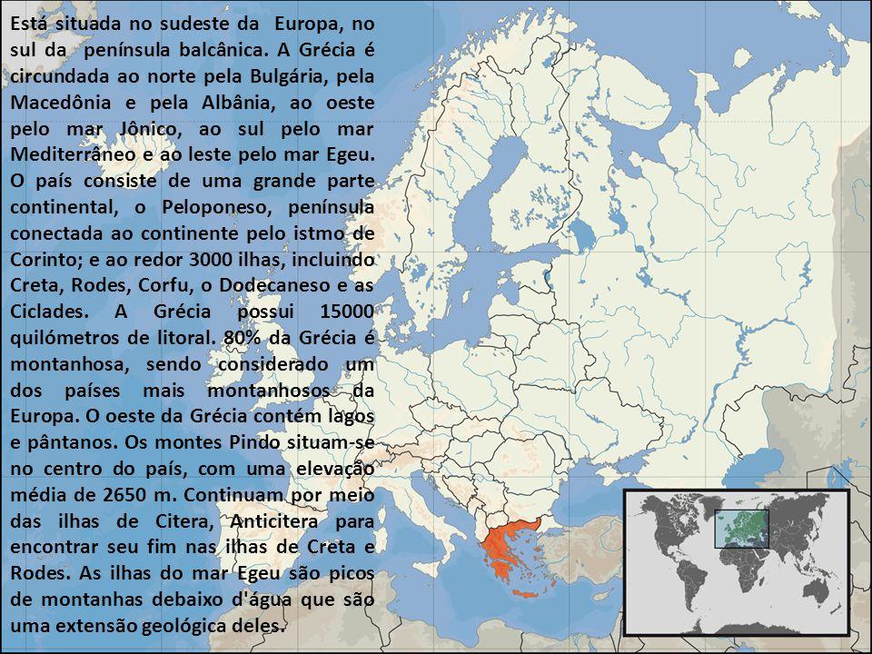 Está situada no sudeste da Europa, no sul da península balcânica. A Grécia é circundada ao norte pela Bulgária, pela Macedônia e pela Albânia, ao oest