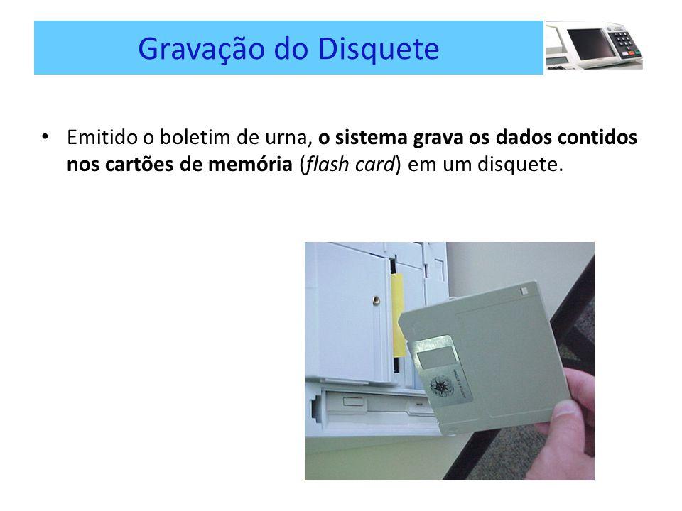 Gravação do Disquete Emitido o boletim de urna, o sistema grava os dados contidos nos cartões de memória (flash card) em um disquete.