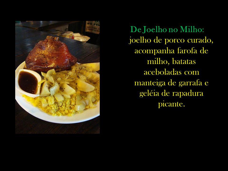 De Joelho no Milho: joelho de porco curado, acompanha farofa de milho, batatas aceboladas com manteiga de garrafa e geléia de rapadura picante.