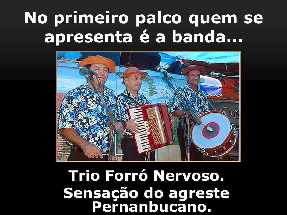 No primeiro palco quem se apresenta é a banda...Trio Forró Nervoso.