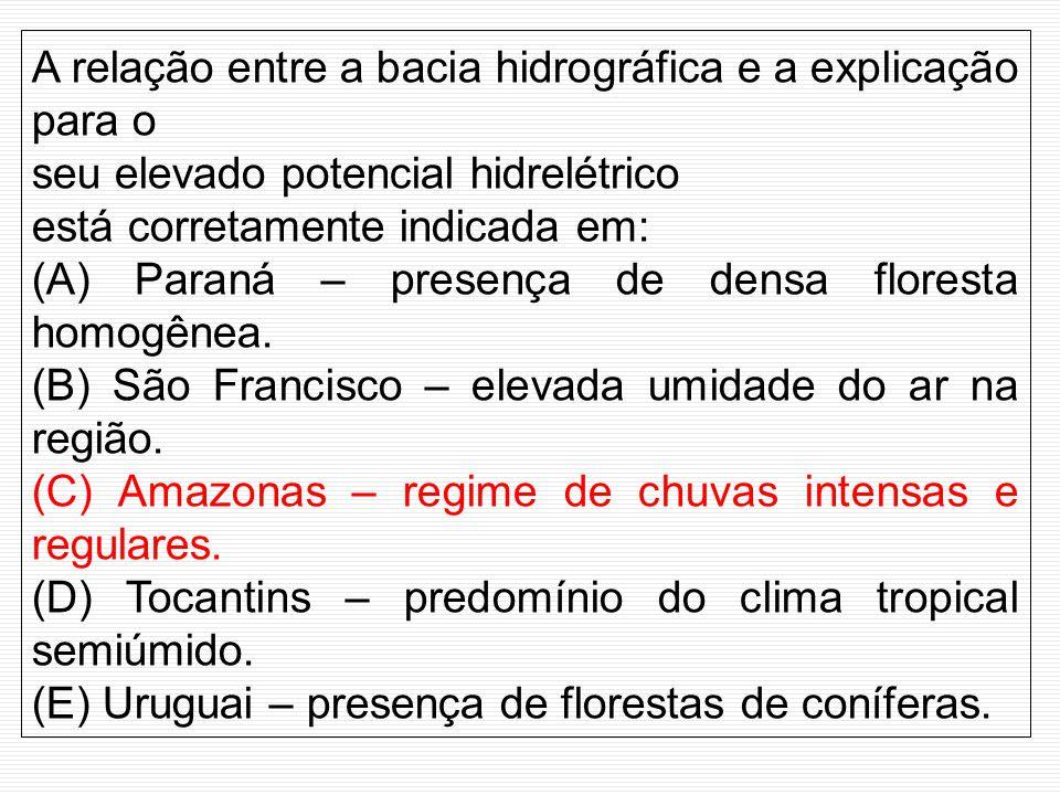 A relação entre a bacia hidrográfica e a explicação para o seu elevado potencial hidrelétrico está corretamente indicada em: (A) Paraná – presença de densa floresta homogênea.