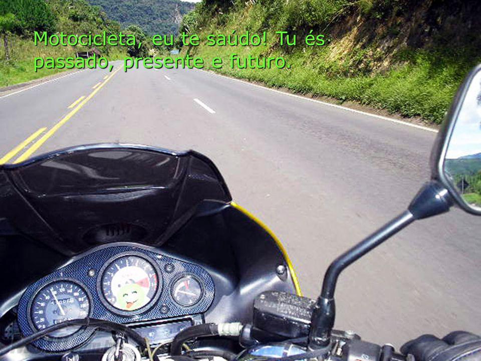 Na estrada, com o sol e o vento batendo em meu corpo, sinto fluir a energia da vida.