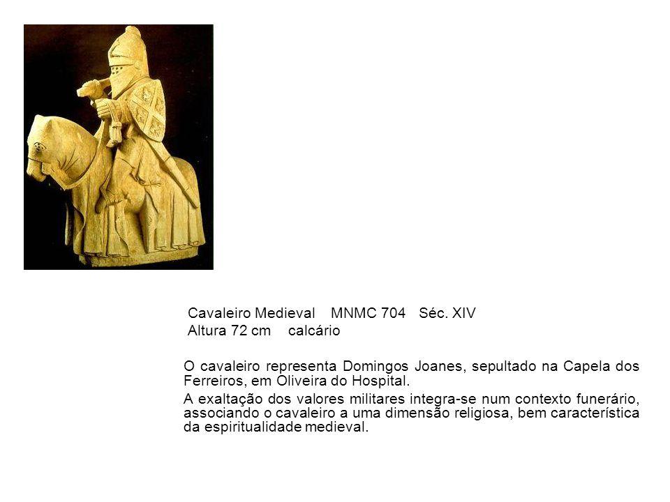 Cavaleiro Medieval MNMC 704 Séc. XIV Altura 72 cm calcário O cavaleiro representa Domingos Joanes, sepultado na Capela dos Ferreiros, em Oliveira do H